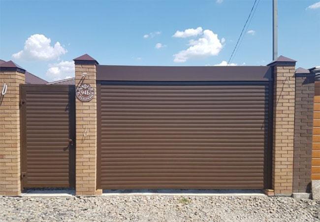 Ролетні ворота з екструдованого профілю 77 мм з калиткою фото