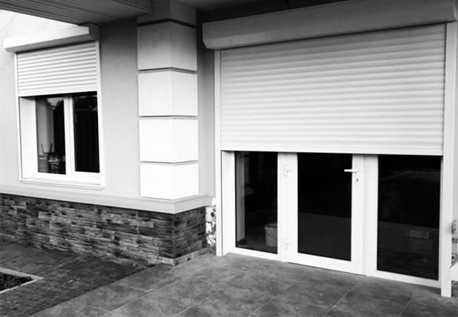 Захисні ролети на вікна білого кольору від виробника фото
